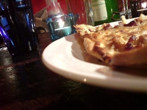 Flammkuchen zu tisch