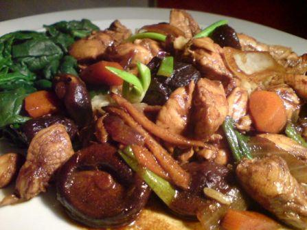 Huhn Reiswein Gemüse auf dem Teller