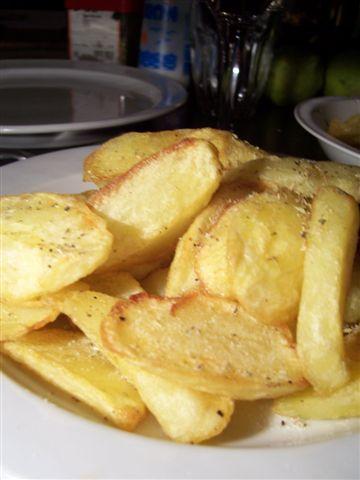 goldgelbes Kulinaria-Ergebnis: die Patates (Pommes frites)