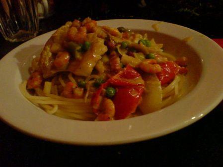 Garnelen in grün-gepunkteter Rot-Wei�-Gelb-Fisch-Sauce