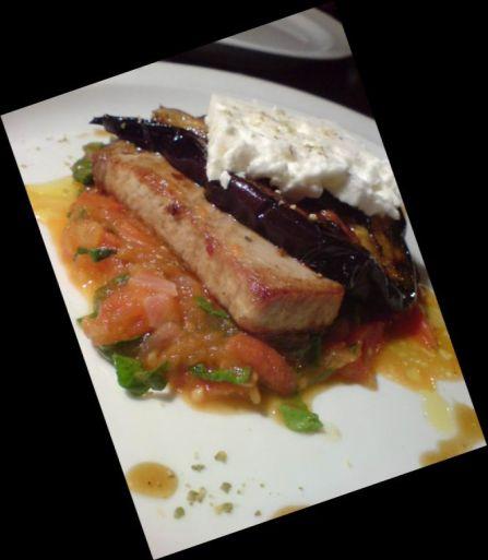 Thunfisch mit Aubergine und schafskäse3
