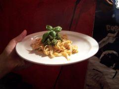 Tomaten-Nudeln mit Pistazien-Pesto