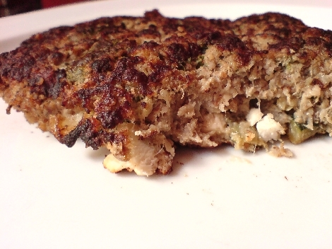 bifteki mit schafskaese und zucchini