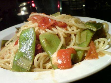 bohnen und spaghetti und fruehlingszwiebel