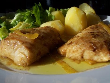 heilbutt mit fenchelsamen zitronenschalen und olivenöl zu Kartoffeln an Endiviensalat