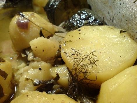 kartoffeln schwarzer senf blätter wilder fenchel borretsch zucchini