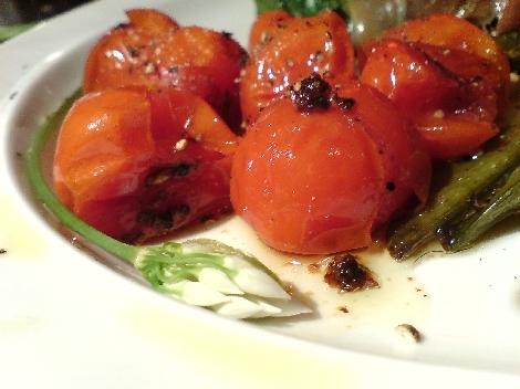 kleine tomaten mit salz szechuanpfeffer rigani pfeffer