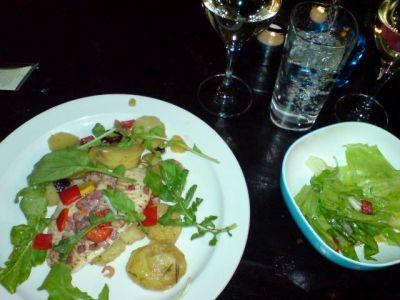 Rosmarin und Oliven machen dieses Rezept so wunderbar - Fisch und Olivenoel tun ihr Uebriges