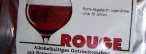 pervers Wein Pulver im Ausschnitt