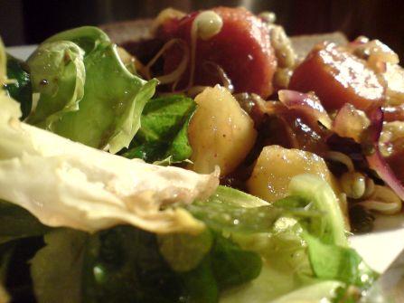 rest kartoffeln und karotten mit sprossen und mangosauce