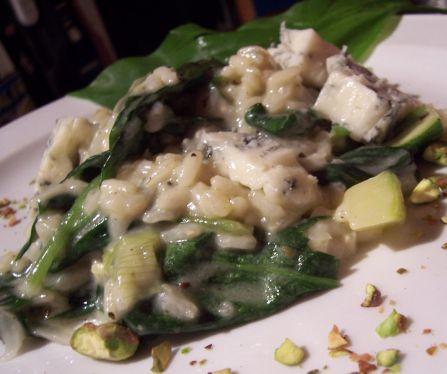 risotto mit baerlauch und gorgonzola und pistazien