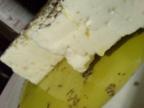 schafskäse block in bio oliven oel meer