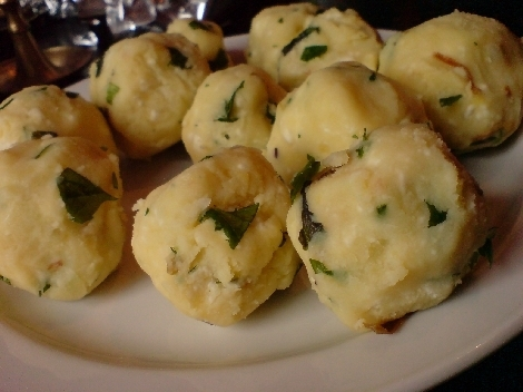 unfoermige kartoffel schafskaese kraeuter baellchen
