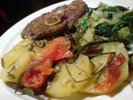 wilder fenchel im zusammenspeil mit kartoffel und zucchini und lamm war auch noch dabei und weil es so schoen ist alles im detail