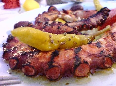 zarter octopus gegrillt lecker