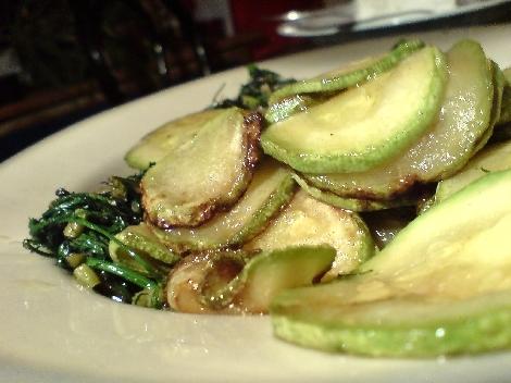 zucchini und dill zwiebel olivenoel zugabe